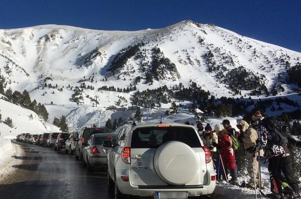 Vallter cierra unas pocas horas los accesos por la alta afluencia de esquiadores