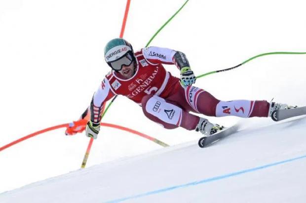 Kriechmayr supera a Odermatt y gana el SG de Kitzbühel