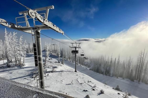 Empieza la carrera por ser la primera estación de esquí en abrir de toda Norteamérica