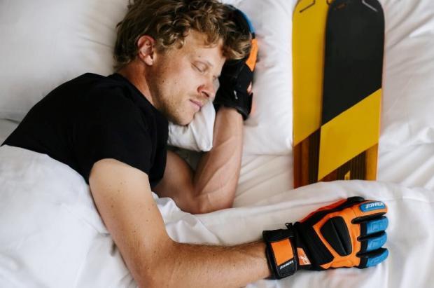 Carving Sport distruirá los guantes Zanier