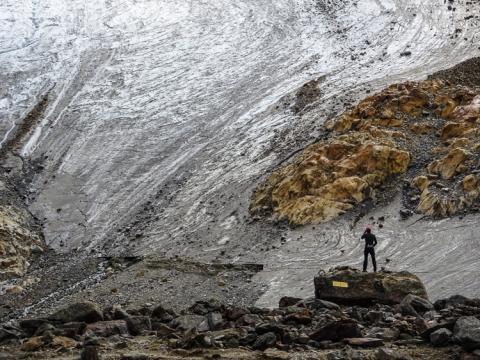 Lugares de nieve en el glaciar Niedergletscher