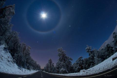 halo lunar sobre la pinilla tomado del apod