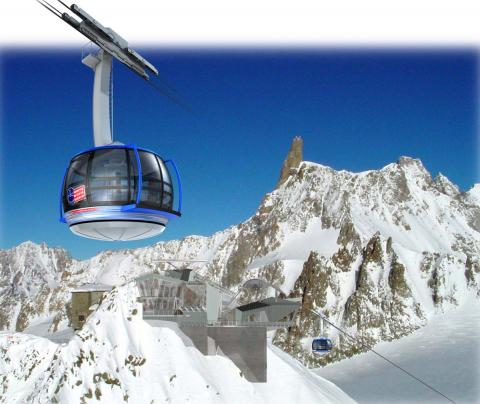 vista de la cabina del teleférico del Mont Blanc que asciende a la Punta Helbronner