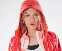 Vanir Heta de Helly Hansen, la chaqueta técnica de esta primavera para mujeres con estilo