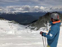 Así se vive el esquí de verano en un glaciar de Canadá