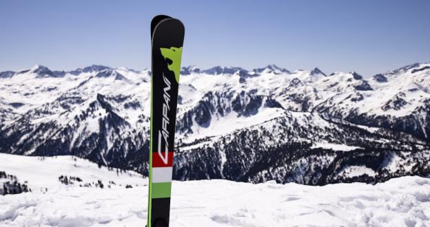 Carpani Sci trae la geometría invertida de los esquís a nuestras pistas