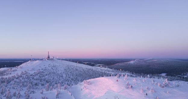 Ruka, una experiencia de esquí inolvidable en la casa de Papá Noel