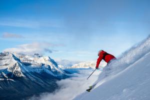 6 paraísos blancos donde esquiar a la espera de la nieve en la Península