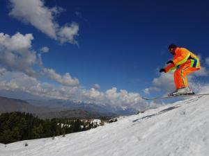 Esquiar en Pakistán; Esquís de madera contra Kalashnikov AK-47