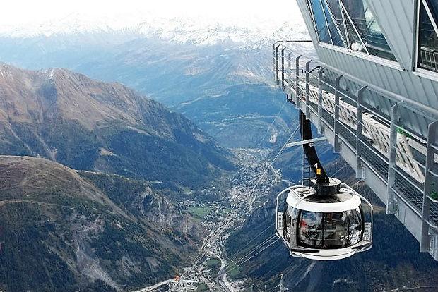 Valle de Aosta y Courmayeur desde la Punta Helbroner y Skiwalk  Tim Barnett photo