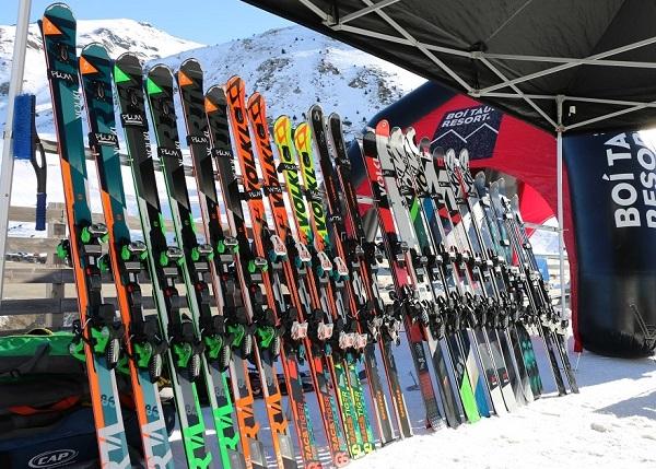 Gama de esquís de Völkl, Partner de Lugares de Nieve, en la Ski Party de Boí