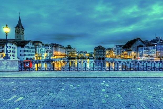Anochecer desde uno de los puentes de Zurich